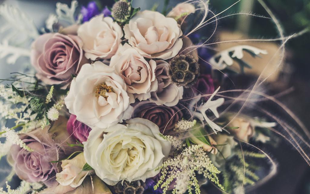 Huwelijksaanzoek met bloemen